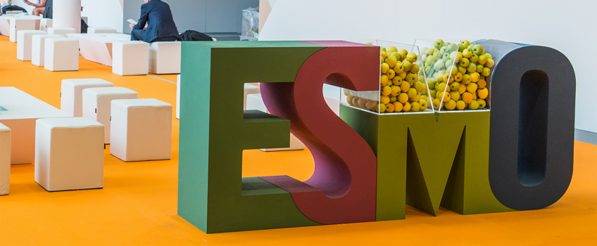 Shelf shaped like the Esmo logo, with a container for apples